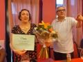 Omaggio floreale a Franca De Nardi insegnante volontaria AUSER dei 16 auserini  che hanno frequentato il corso di inglese che ha tenuto all'AUSER di Palmanova  dal gennaio al maggio 2015
